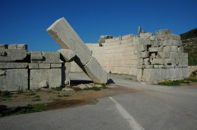 Μια χαρακτηριστική εικόνα της Αρχαίας Μεσσήνης. Η Αρκαδική πύλη.