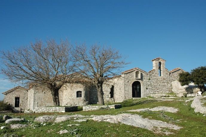 Το καθολικό της μονής Βουλκάνου στην κορυφή του όρους της Ιθώμης.